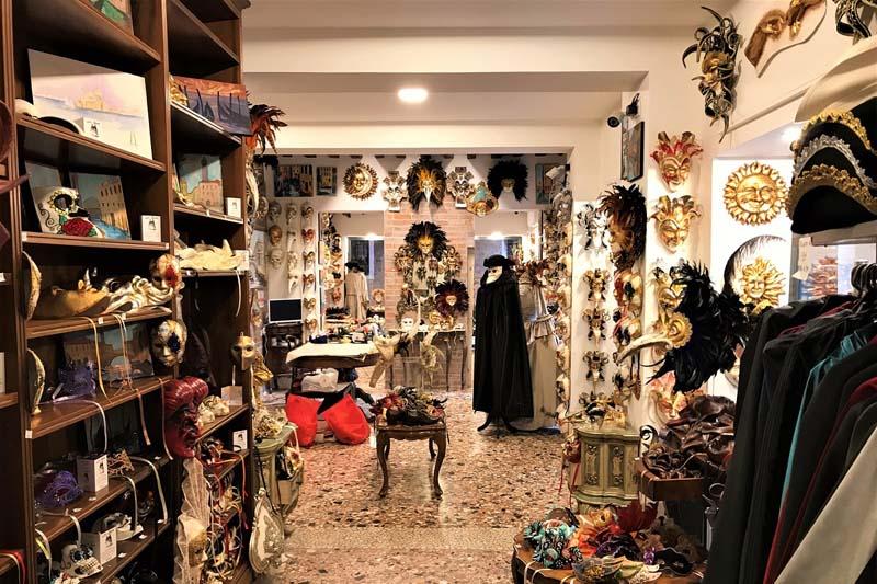 chto-privezti-iz-venezii-kostumi-dlya-karnavala